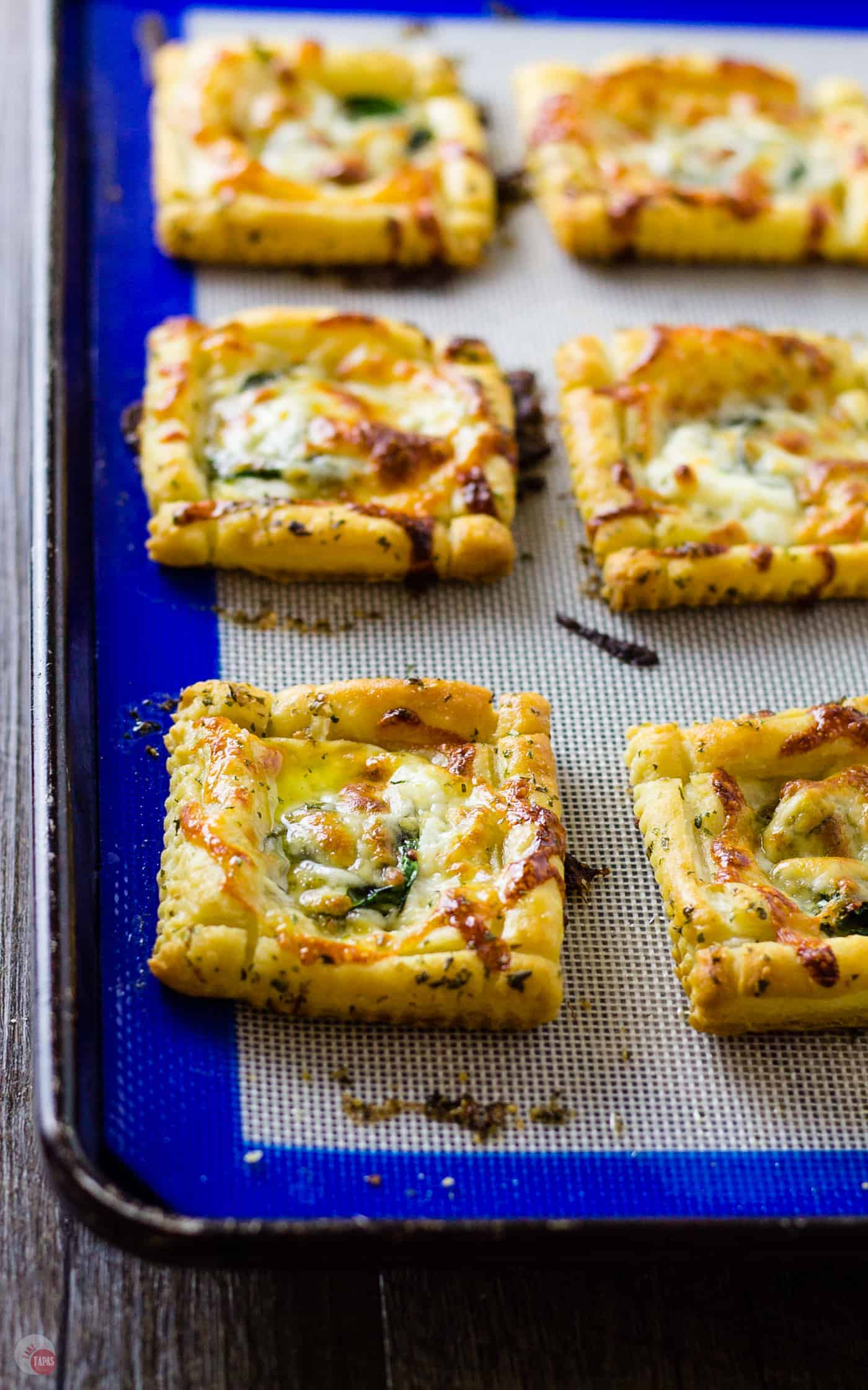 White PIzza Mini Tarts are the perfect three bite alternative to pizza slices | Take Two Tapas #pizza #whitepizza #tarts