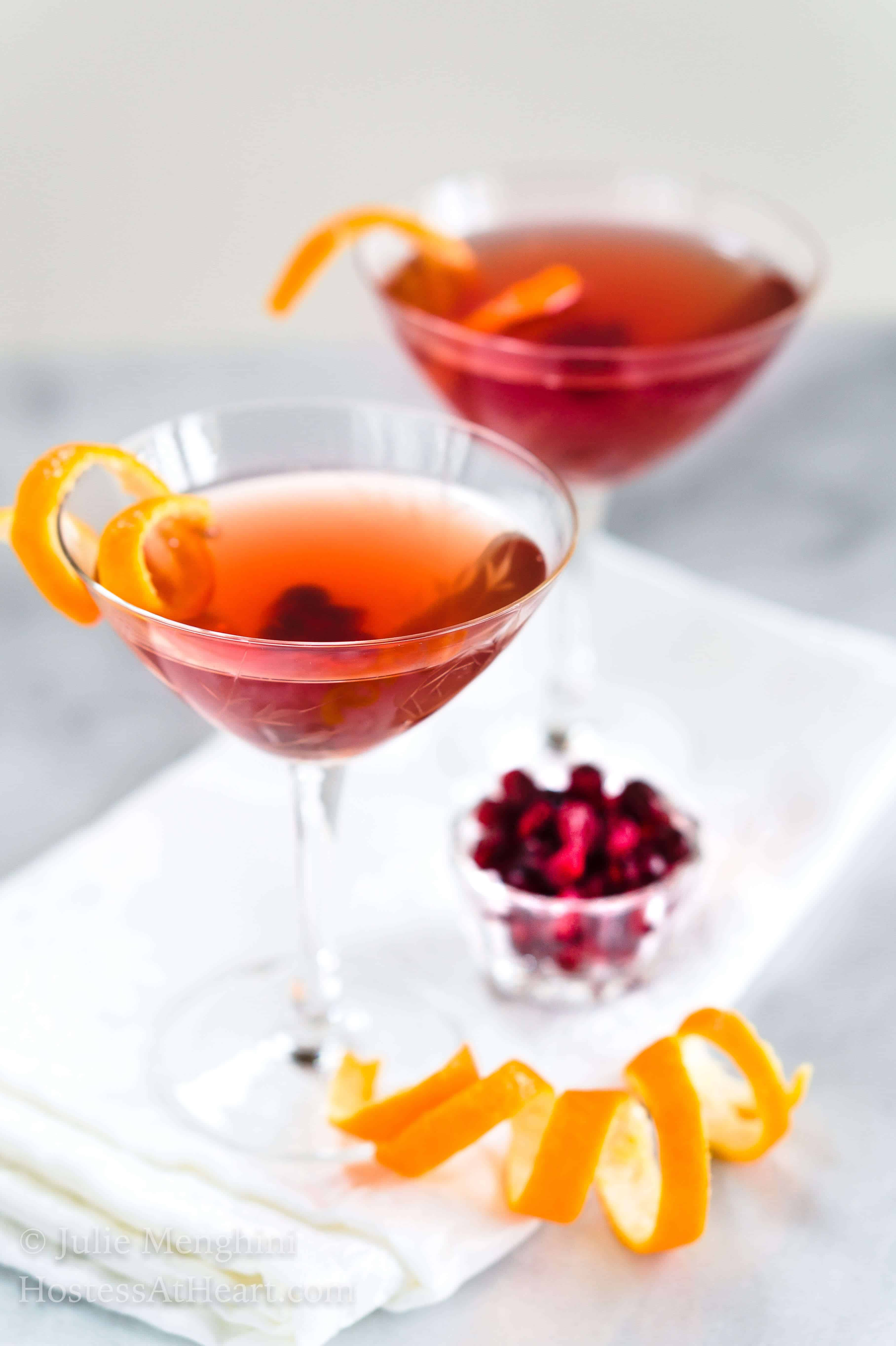 Easy pomegranate clementine vodka cocktail for a toast for Easy vodka martini recipes
