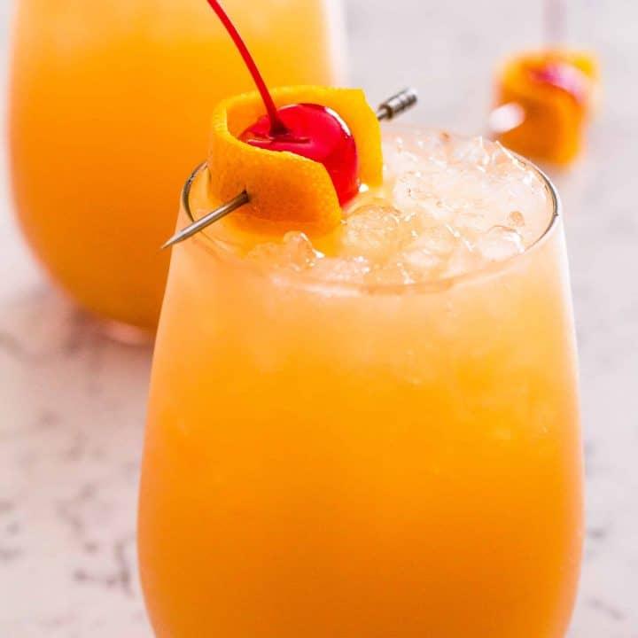 Skinny Bahama Mama Cocktail - Sparkling Tropical Bahama Mama Drink
