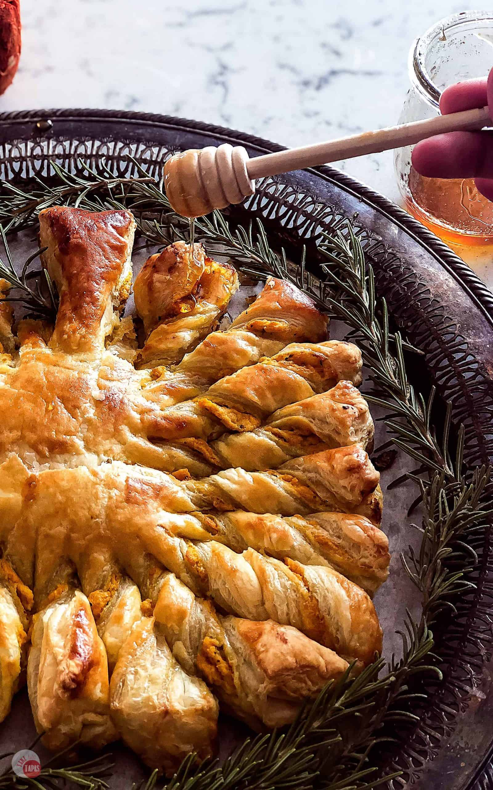 Pumpkin Pull Apart Puff Pastry – Pumpkin, Goat Cheese, and Roasted Garlic