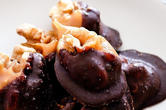 Individual Salted Dark Chocolate Walnut Amaretto Turtles| Take Two Tapas | #AD #MakeSomethingDivine @divinechocusa #Choctoberfest