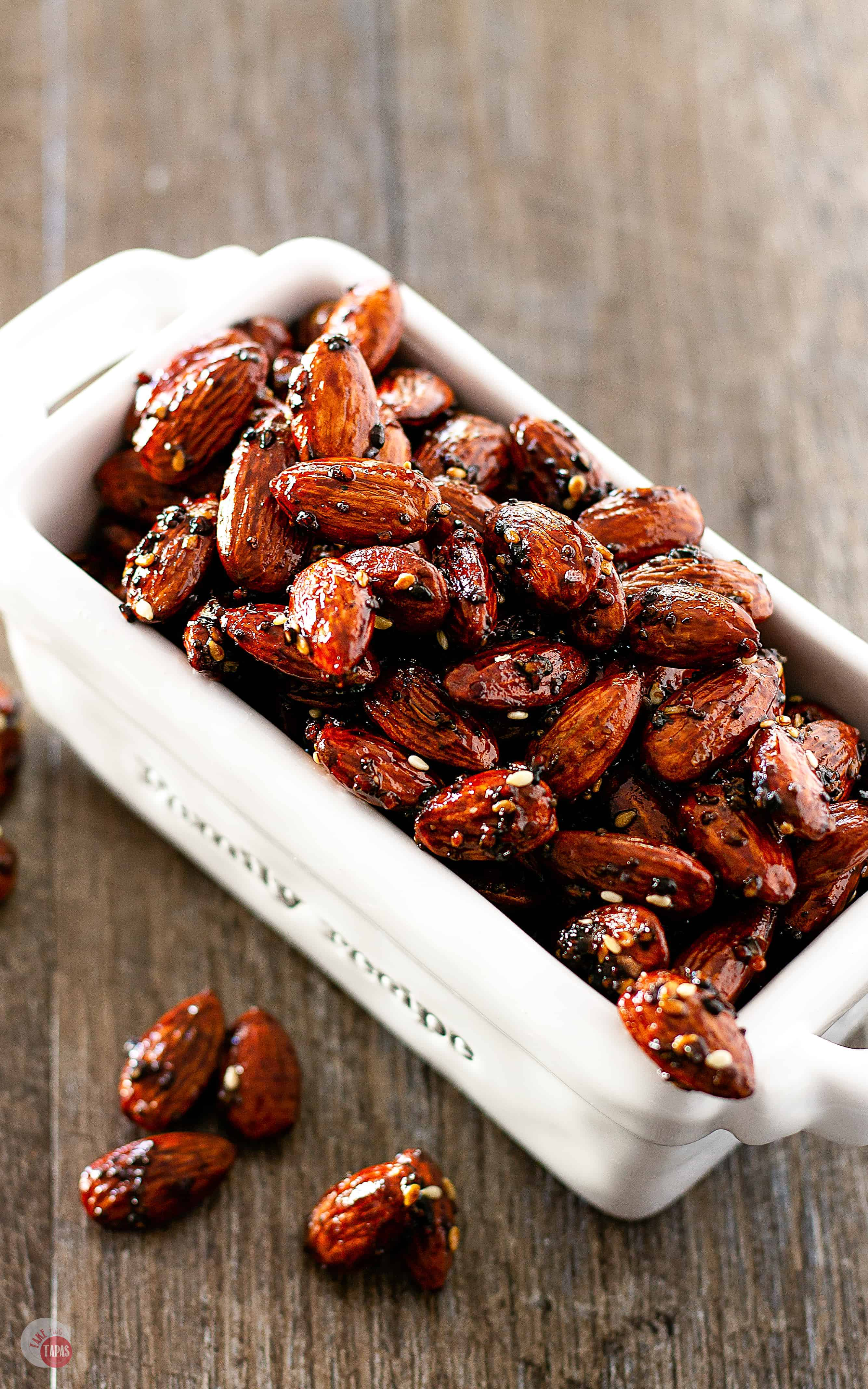 These Everything Bagel Almonds are you new go to snack!   Take Two Tapas   #EverythingBagel #EverythingBagelSeasoning #HealthySnackRecipes #AlmondRecipes