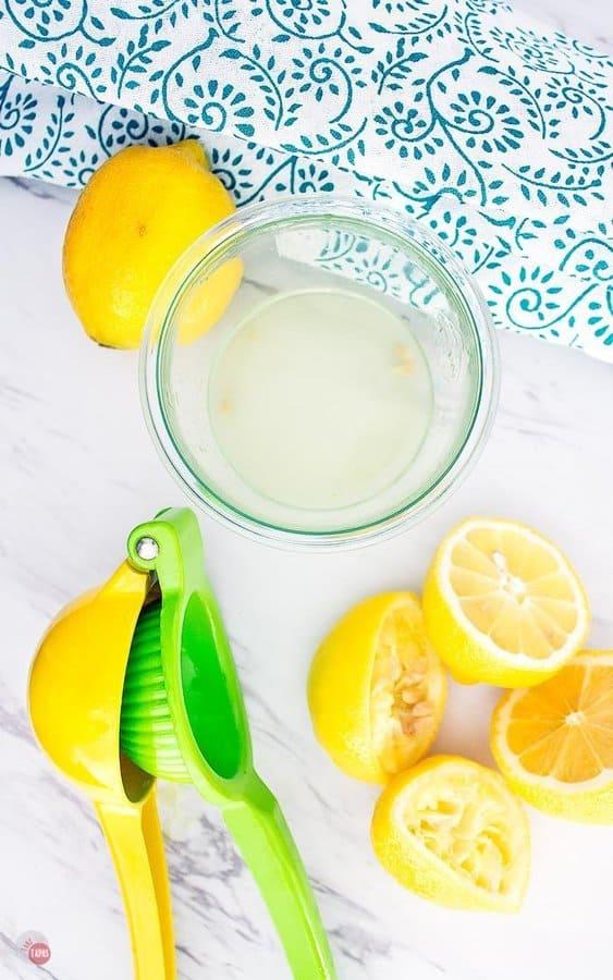 fresh squeezed lemon juice with juicer