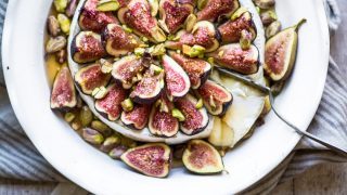 Easy Baked Brie with Figs and Honey