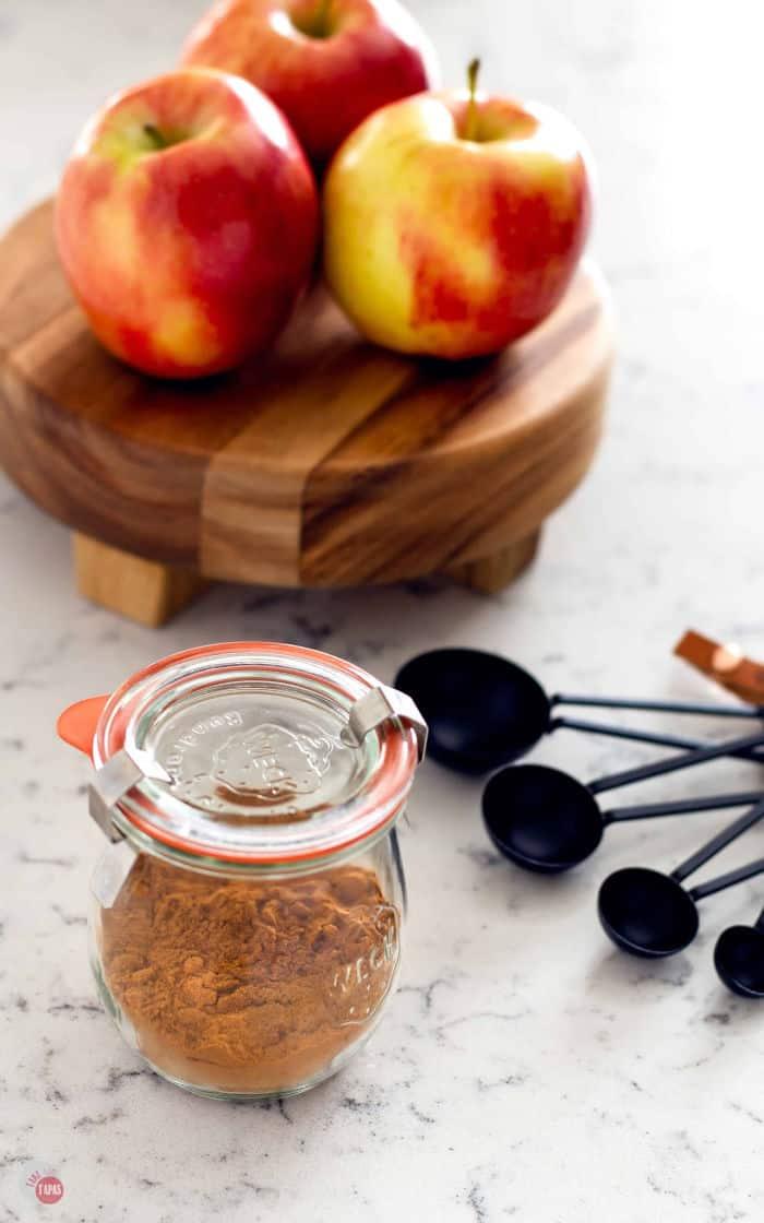 side view of jar of apple pie spice