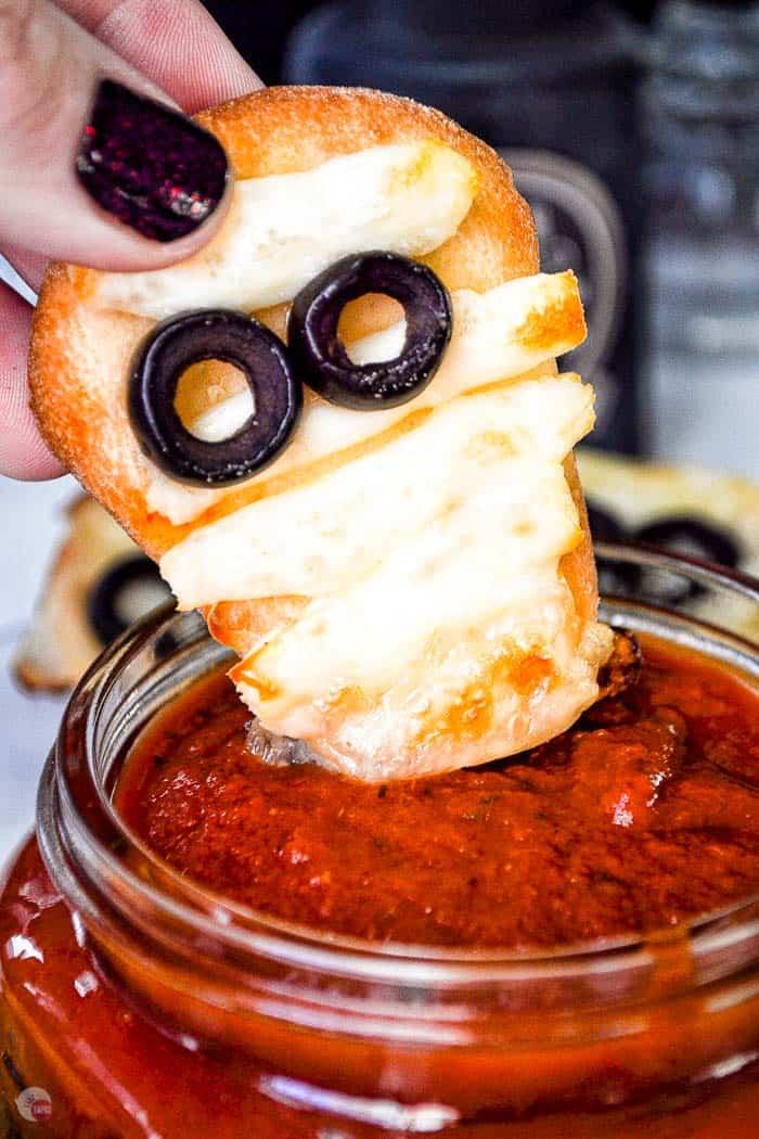 naan mummy dipping into sauce