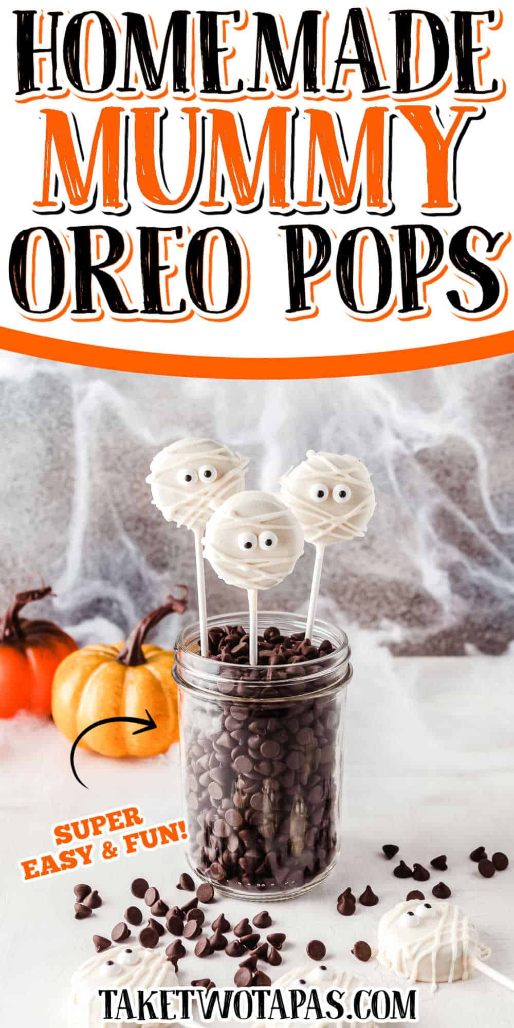"""lollipops with text """"halloween mummy oreo pops"""""""