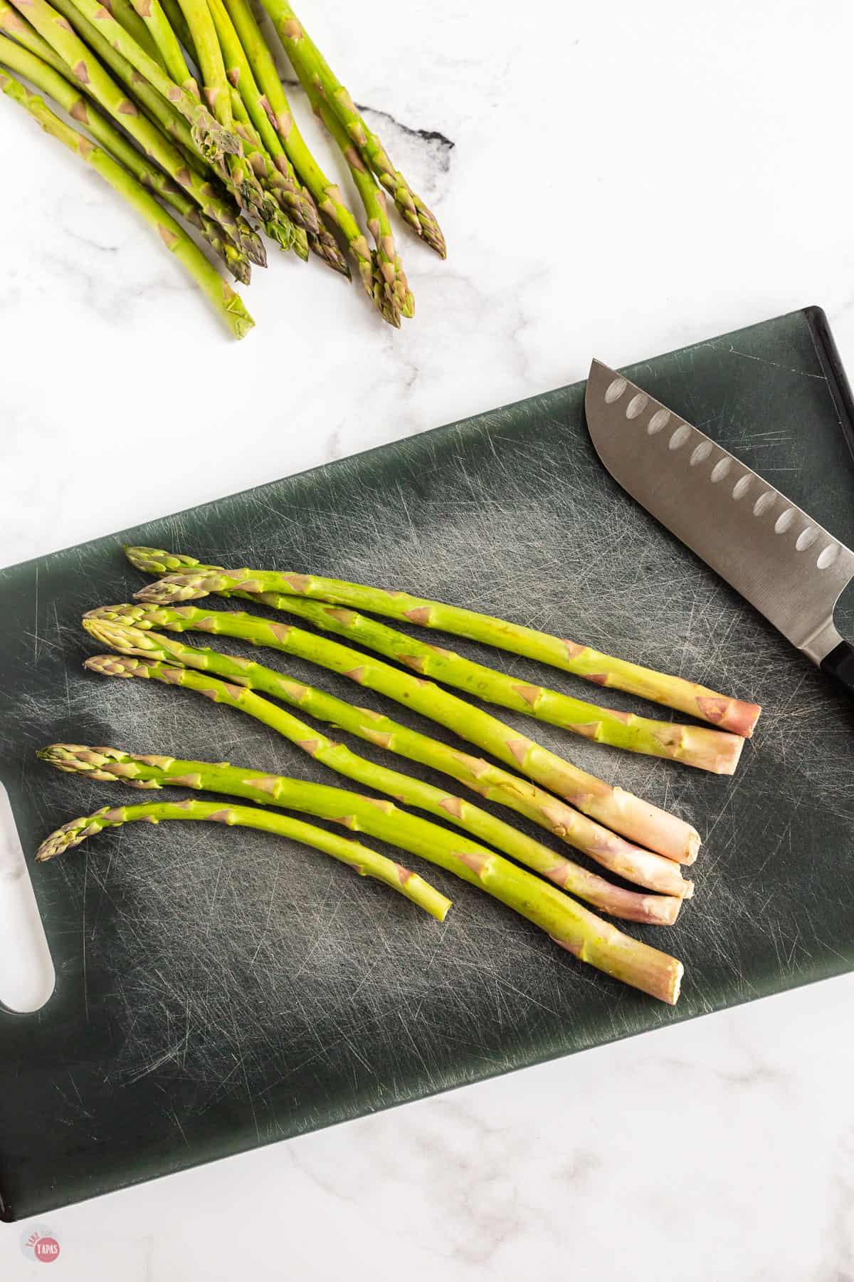 asparagus stalks on a cutting board