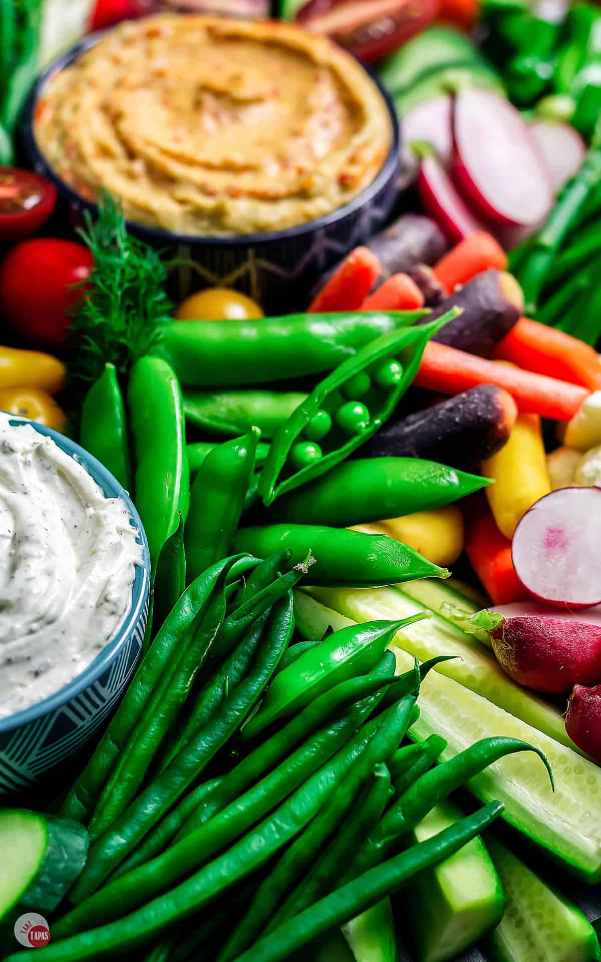 overhead picture of crudite veggie tray